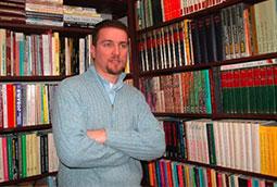Zoran Bognar u svojoj radnoj sobi, Beograd, 2004.